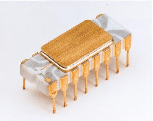 first microprocessor of Intel 4004